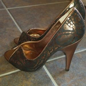Carlos Santana Black and Copper Heels
